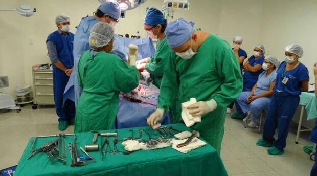 Convênio com hospitais garante mais de 100 cirurgias ortopédicas por mês pela Caravana da Saúde
