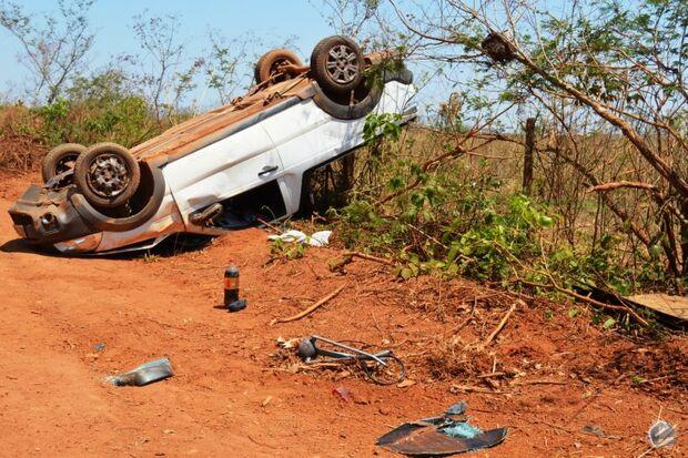 Empresário capota veículo quatro vezes e filha ferida em acidente