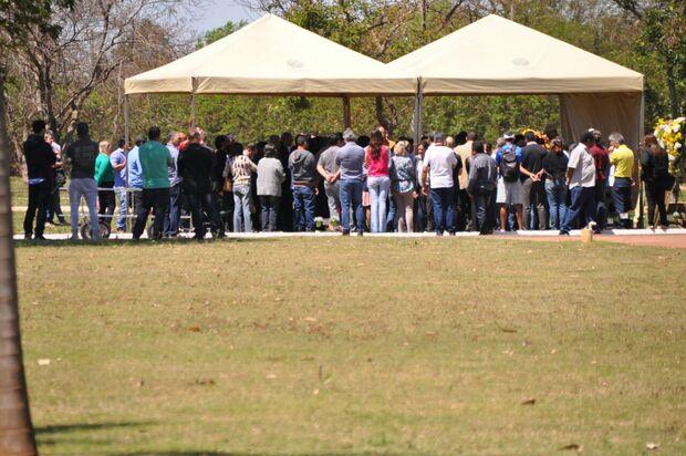 Com presença de vereadores, familiares e amigos dão adeus a Alceu Bueno