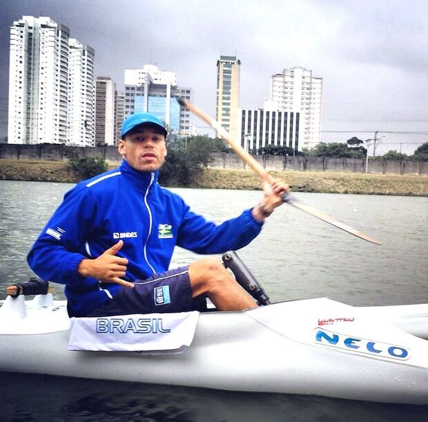 Caio Ribeiro ganha 1ª medalha brasileira na canoagem de velocidade