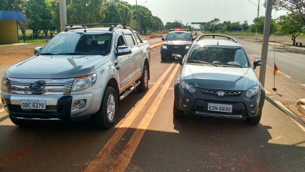 PRF prende dupla com carros roubados em Cuiabá