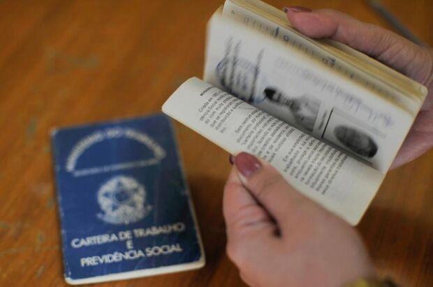 Brasil fecha mais de 33 mil vagas com carteira em agosto