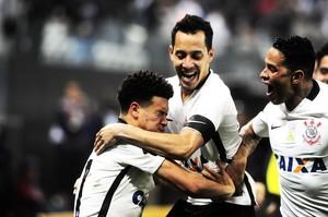 Corinthians, organizado, se supera. Falta qualidade para sonhar
