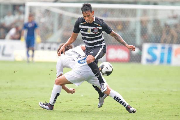 Desfalcado, Santos vence Corinthians de virada e encosta no G-4