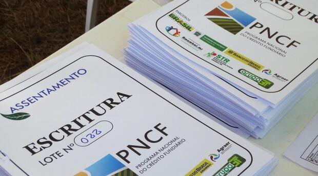 Com investimento de R$ 2,5 milhões, Agraer entrega escrituras de lotes a 38 famílias