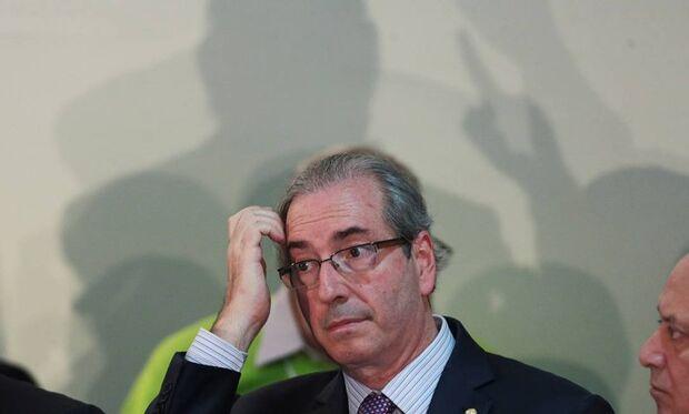 A poucos dias de sessão, últimos aliados começam a abandonar Cunha
