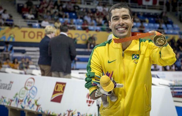 Seis brasileiros se classificam para finais na natação