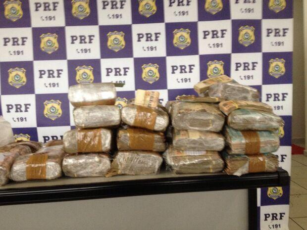 PRF descobre mais de R$ 1 milhão escondidos em pneu de carreta na BR-163