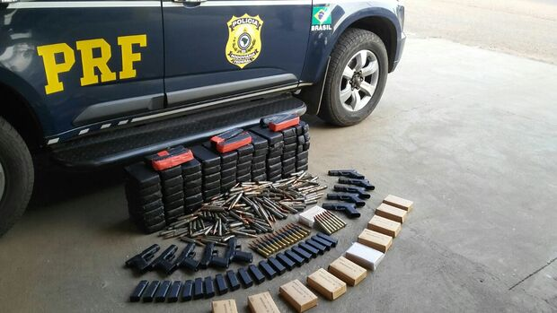 PRF apreende cocaína, armas e munição antiaérea na BR-262