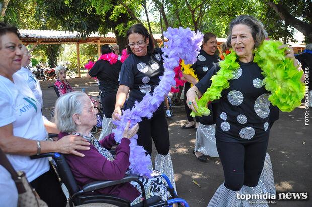 No Dia do idoso, Asilo São João Bosco ganha apresentação de dança especial
