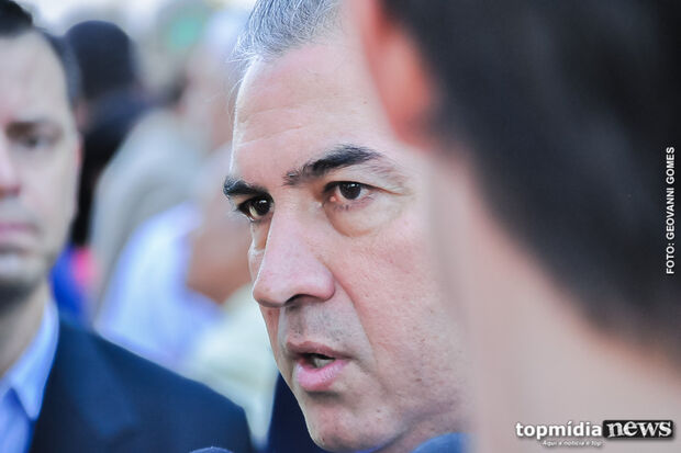 Lei sancionada por governador proíbe homenagens a condenados por corrupção em MS