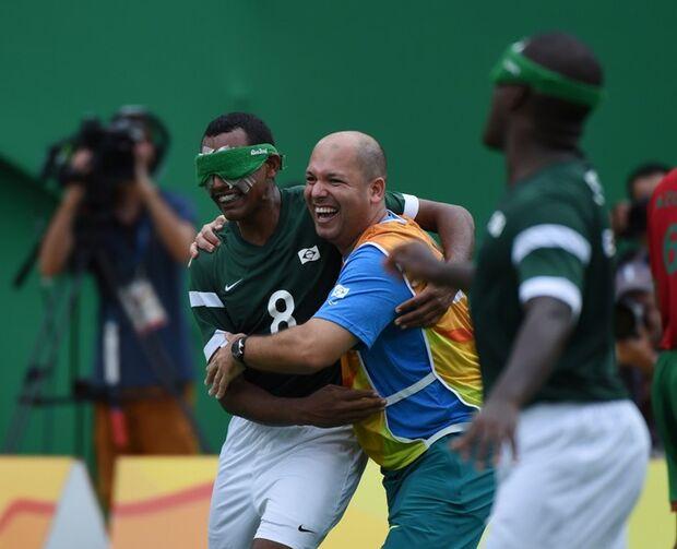 Com golaços de Ricardinho e Jefinho, Brasil vira e vence Marrocos no Fut 5