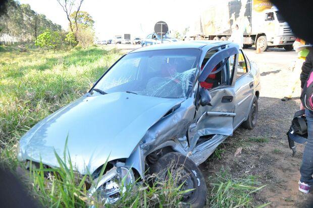 Mulher e criança ficam feridas em acidente na BR-163