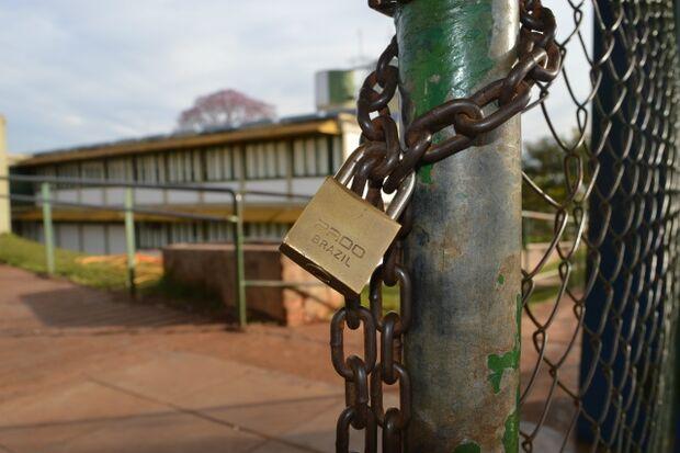 Reunião entre professores e prefeitura pode encerrar greve de 60 dias