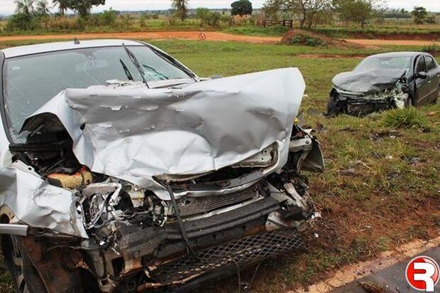 Buraco em pista causa acidente e deixa seis pessoas feridas