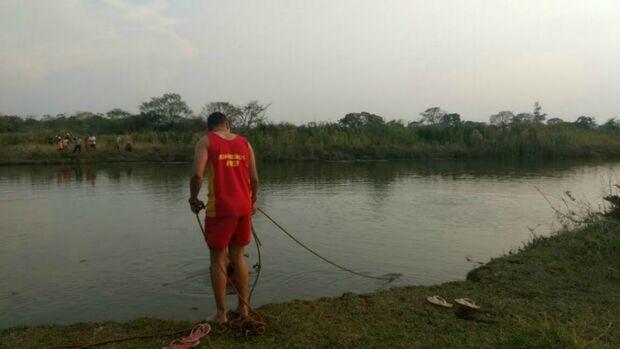 Adolescente que morreu afogado ao nadar com amigos é identificado