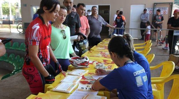 Detran-MS realiza entrega dos kits para pedalada e corrida em Três Lagoas