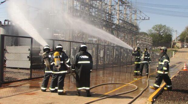 Corpo de Bombeiros da Capital realiza treinamento de combate a incêndio em subestação elétrica
