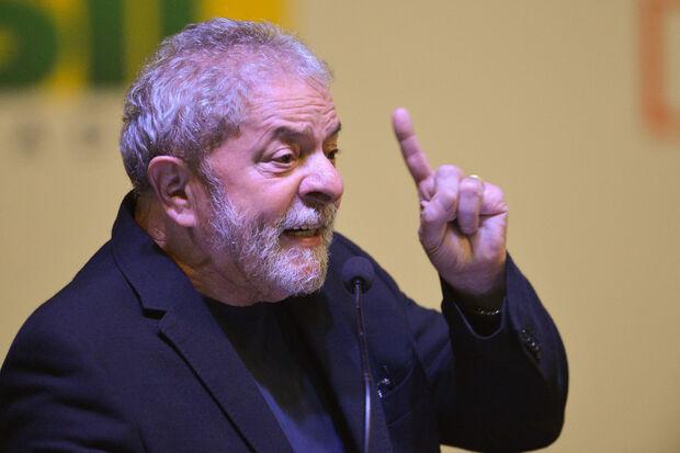 Lula diz 'estar indignado com as coisas que estão acontecendo no país'