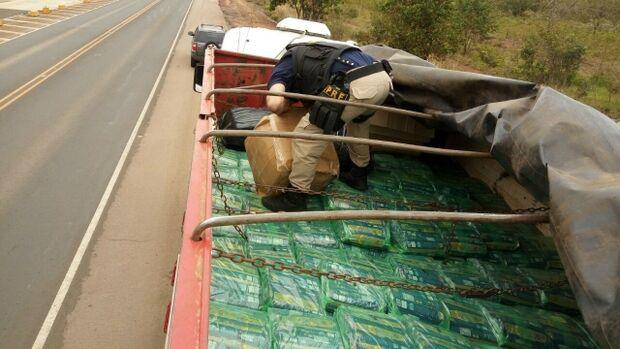 Maconha é apreendida camuflada em carga de macarrão