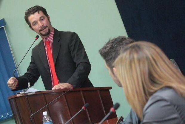 Vereador de MS chama crianças de 'macaco' e 'leproso' em discurso na Câmara