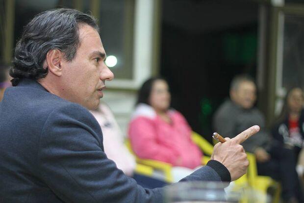 Justiça Eleitoral manda coligação de Trad retirar pesquisa do horário político