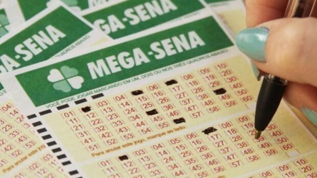Mega-Sena acumula e pode pagar R$ 5,5 milhões no sábado