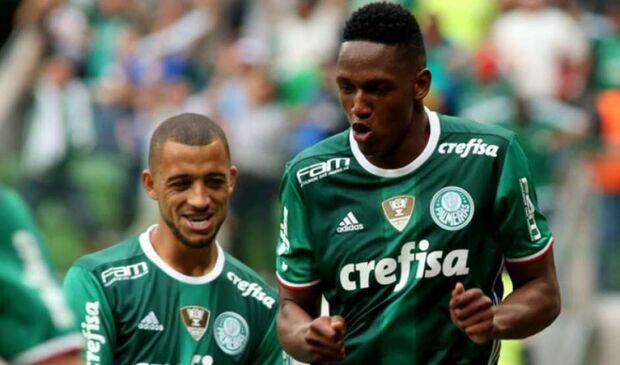 Com gol de jogada ensaiada, Palmeiras vence o Coritiba e segue líder do Brasileirão