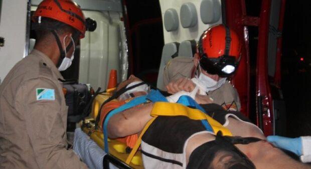 Jovem fica gravemente ferido em capotamento na MS-306