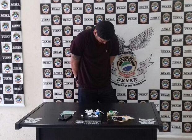 Traficante é preso e adolescente apreendido com porções de cocaína avaliadas em R$ 3 mil