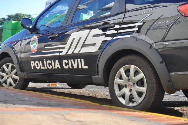 Motociclista armado rouba bolsa de pedestre e foge rumo ao Paraguai