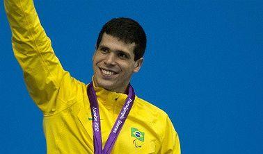 Phelipe Rodrigues é prata nos 50m livre e promete lutar pelo ouro na natação