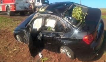 Cônsul do Paraguai fica ferido após capotar BMW na MS-162