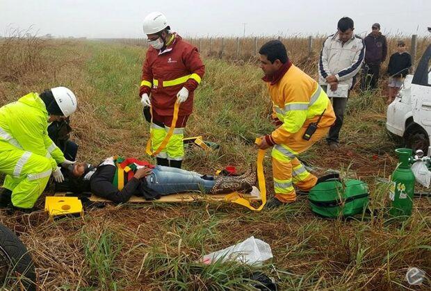 Carro capota e deixa mãe e filha feridas na BR-163