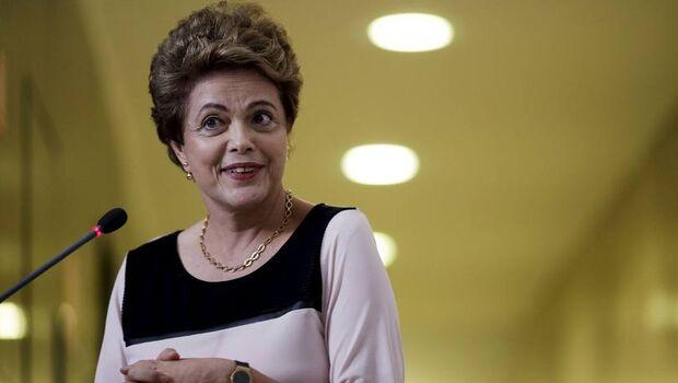 Ministra nega suspender habilitação de Dilma para cargos públicos
