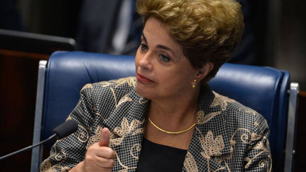 """Dilma diz ser """"estranhíssima"""" votação separada do impeachment"""