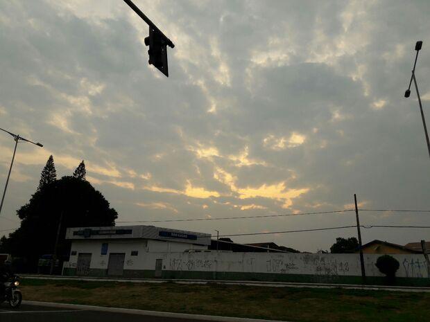 Na Capital, domingo deve ser de tempo nublado