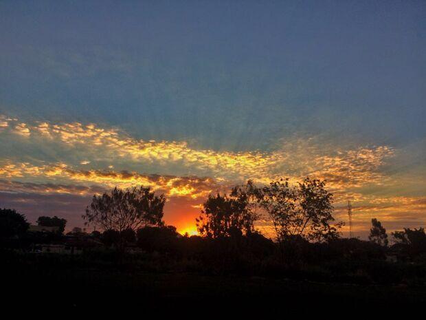 Previsão: possibilidade chuva e sol entre nuvens em Campo Grande