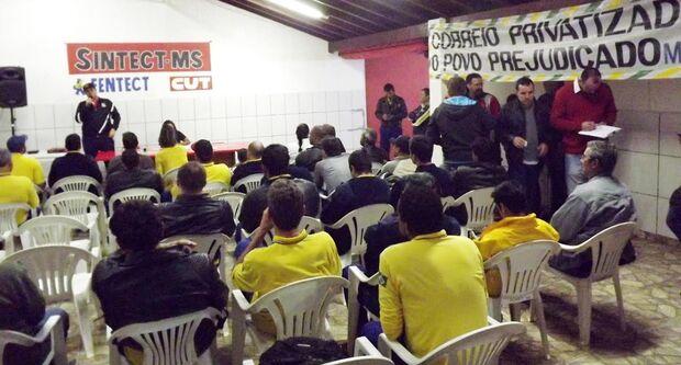 Trabalhadores dos Correios rejeitam proposta da empresa e votam por indicativo de greve