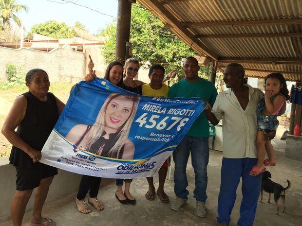No Águas do Miranda, Mirela Rigotti faz compromisso de quadra coberta e governador garante asfalto