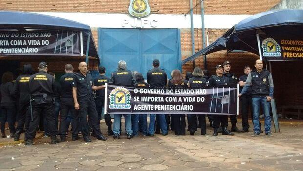 Agentes penitenciários cruzam os braços por 24 horas e greve geral não está descartada