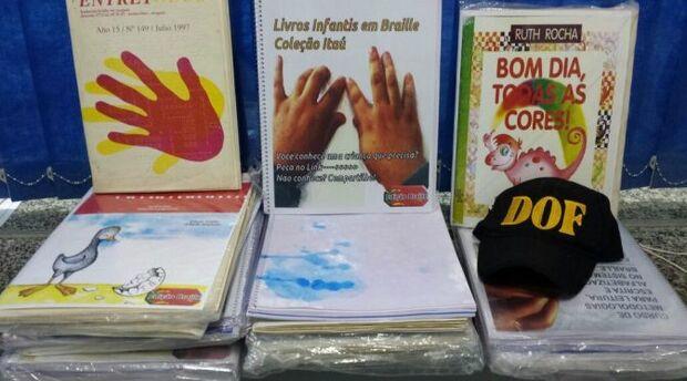 Boliviano é flagrado transportando cocaína diluída em livros