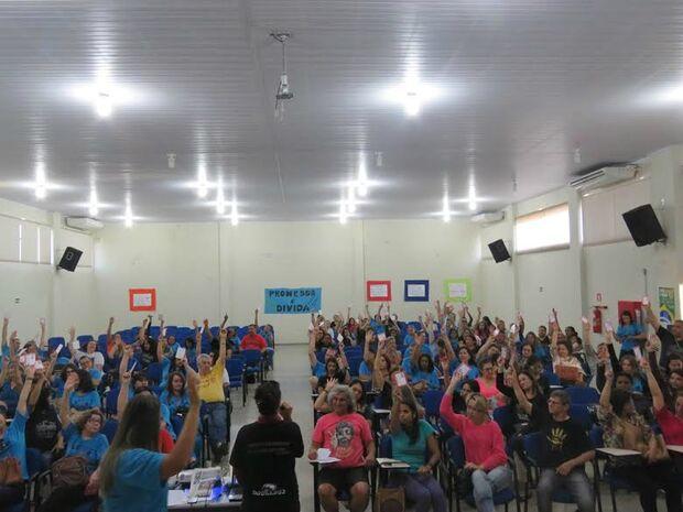 Após mais de dois meses, educadores encerram greve em Dourados