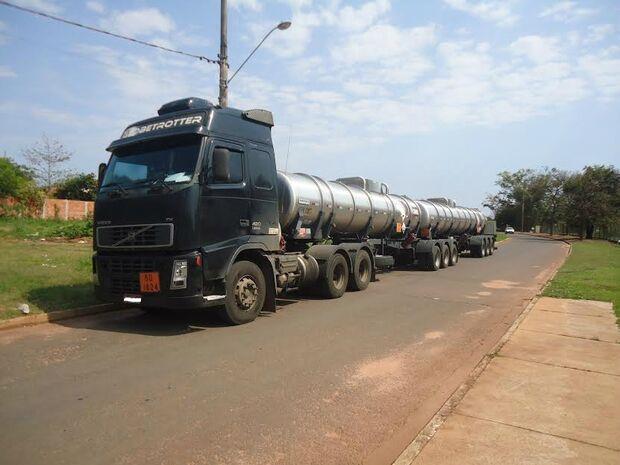 Empresa é autuada por transporte ilegal de 49 toneladas de soda cáustica