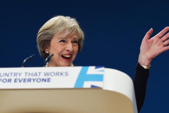 Reino Unido inicia saída da UE em março de 2017, diz primeira-ministra