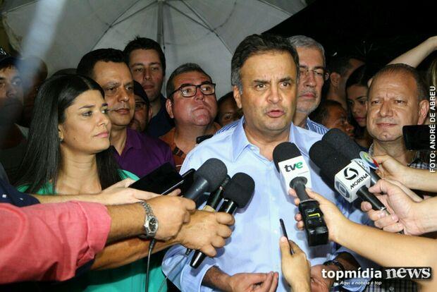 Em Campo Grande e debaixo de chuva, Aécio Neves declara 'apoio total' à Rose Modesto