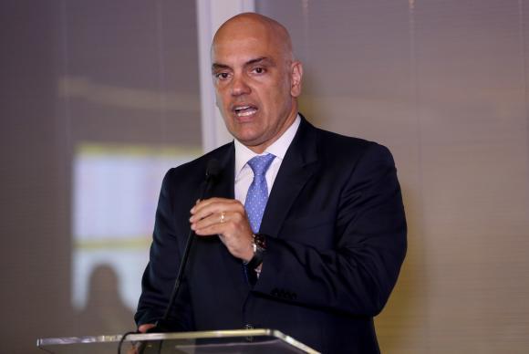 Ministro diz que governo quer rever situação de 100 mil presos provisórios