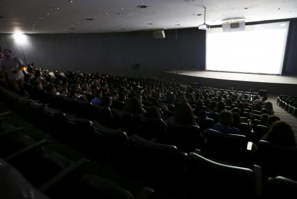 Quase metade dos brasileiros vive em cidade sem sala de cinema, diz pesquisa