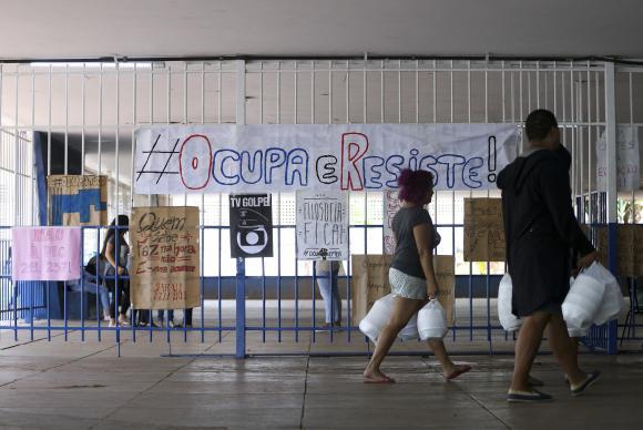 Cai número de escolas ocupadas no Paraná e no DF
