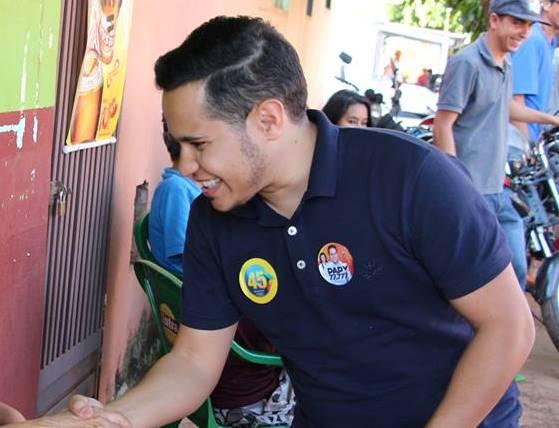 Vereador eleito é alvo de investigação por levar 'bateria universitária' para reunião política
